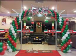 Christmas balloons arch