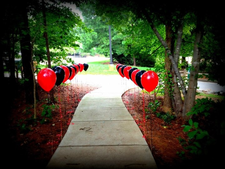balloons walk way